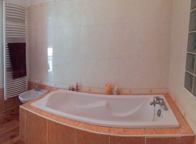 les bourdoncles serena salle de bain beignoire étage