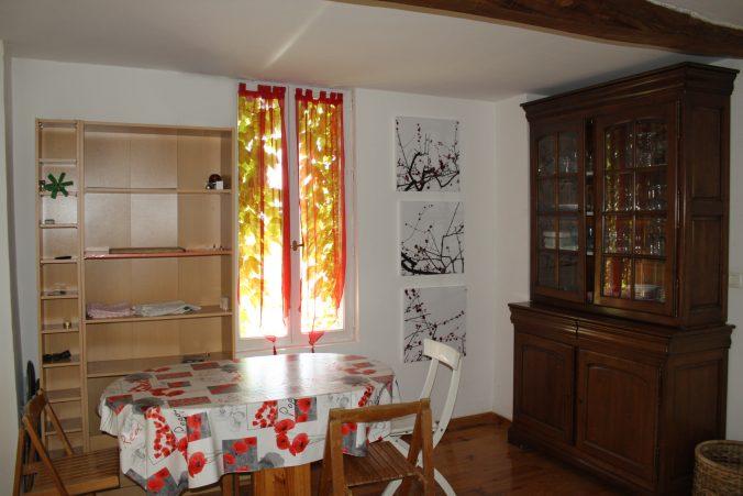 les bourdoncles Ombrassa grande cuisine avec coin salle a manger