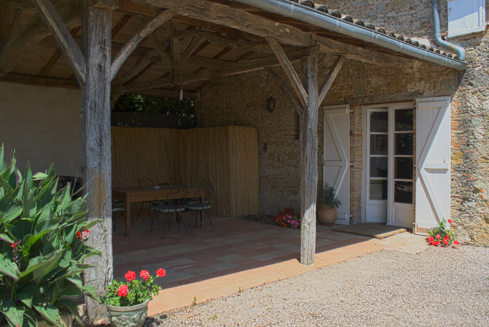 Familha terrasse ombragée salon de jardin et babyfoot