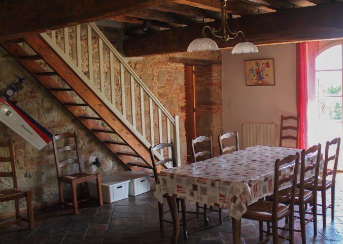 les bourdoncles familha intérieur cuisine salle à manger grande table