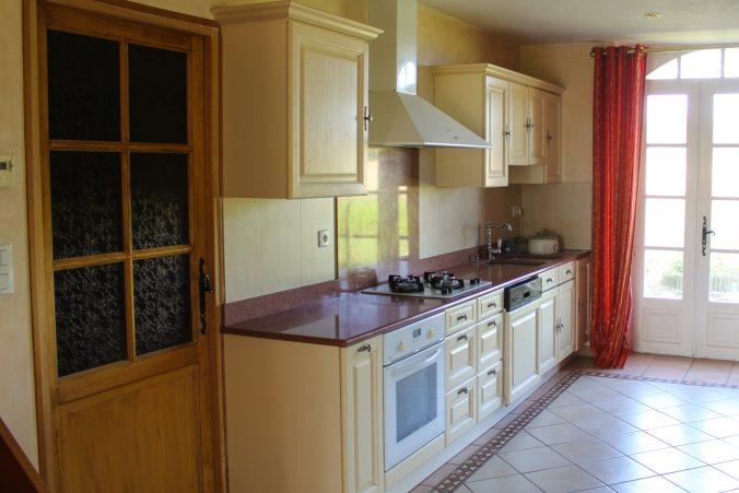 les bourdoncles serena cuisine traditionelle spacieuse lumineuse et toute équipée 2