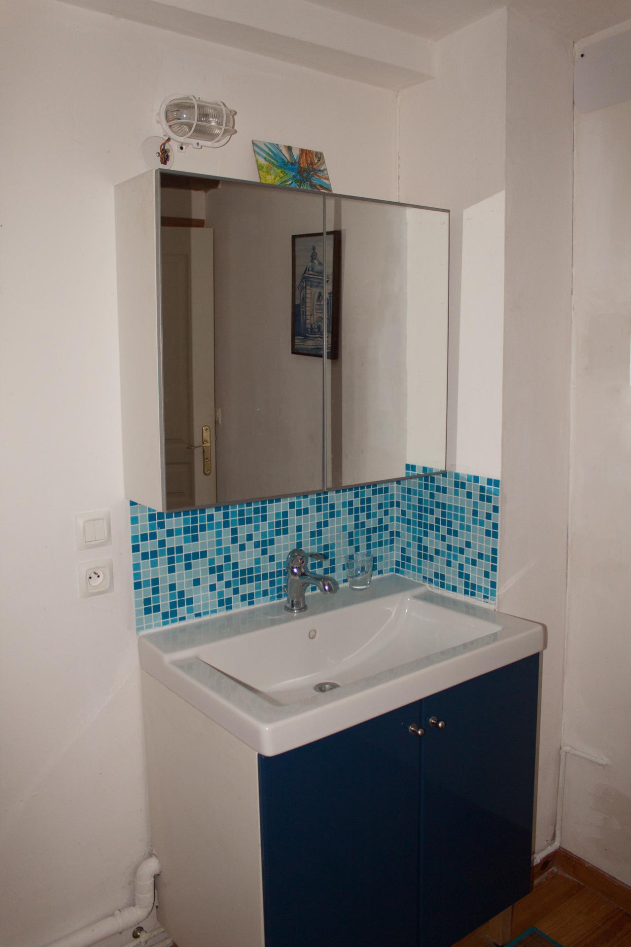 Les bourdoncles ombrassa salle de bain lavabo les - Modifier salle de bain ...