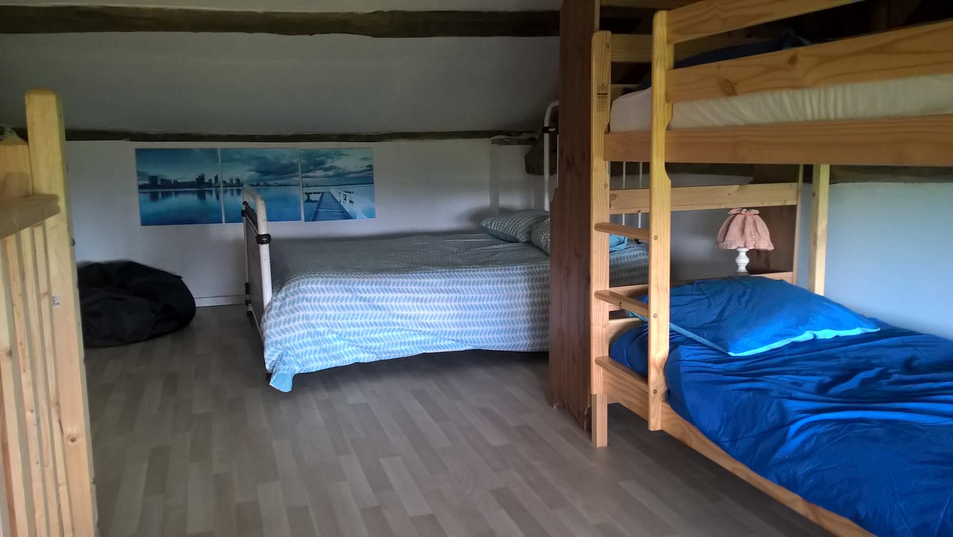Ombrassa chambre étage avec lit superposés